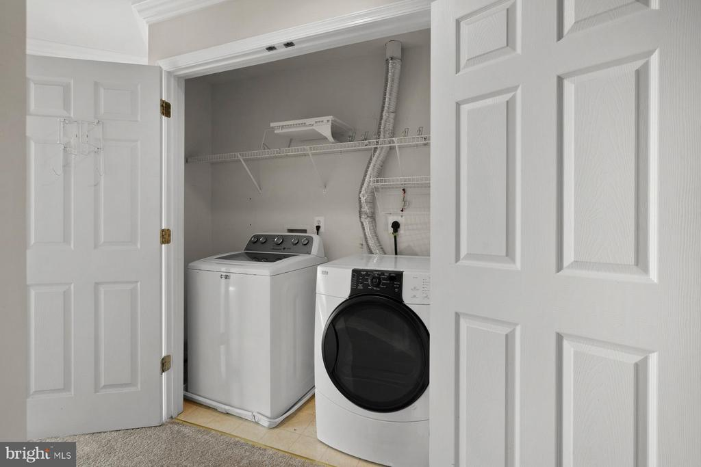 Convenient upstairs Laundry! - 24643 CLOCK TOWER SQ, ALDIE