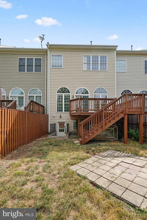 Grassy area and patio perfect for a fire pit! - 24643 CLOCK TOWER SQ, ALDIE