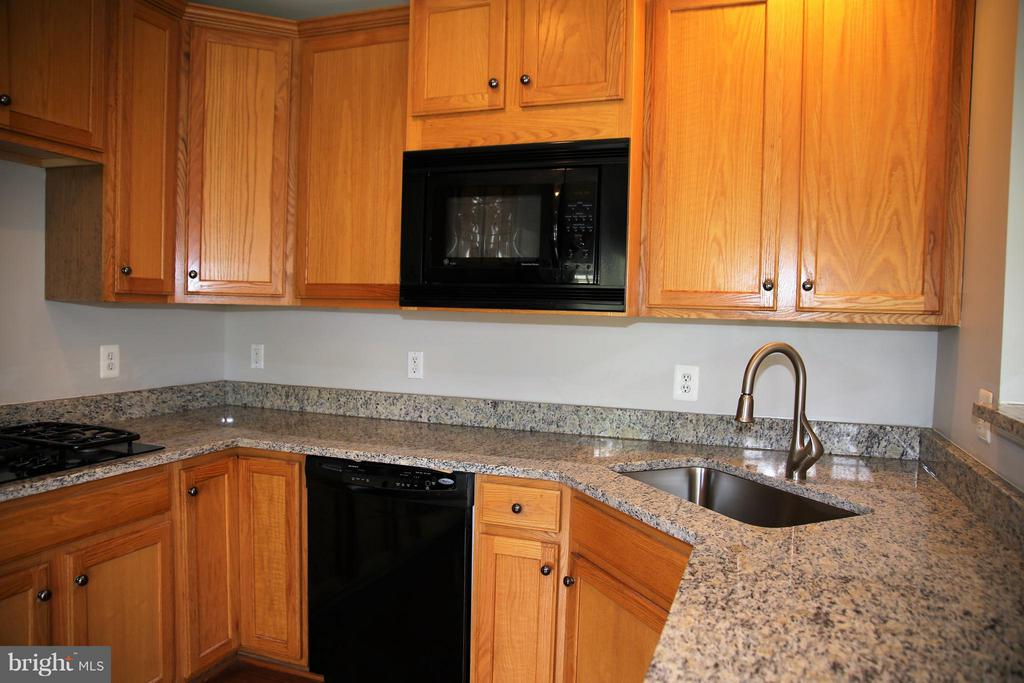 Kitchen has new granite and a 9