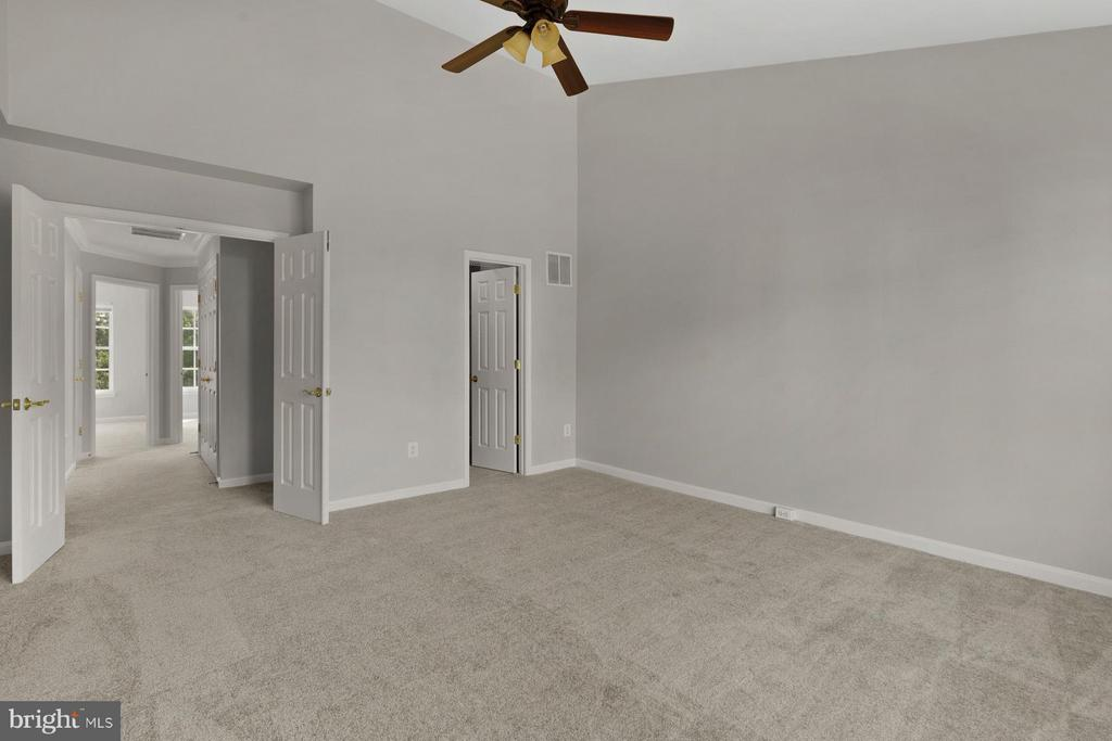 Spacious Master Bedroom with Ceiling Fan! - 24643 CLOCK TOWER SQ, ALDIE