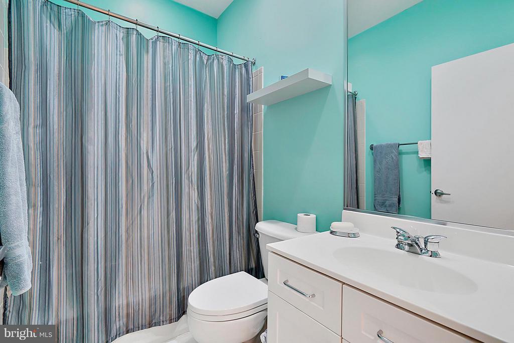 Bath - 2028 WESTMORELAND ST N, ARLINGTON