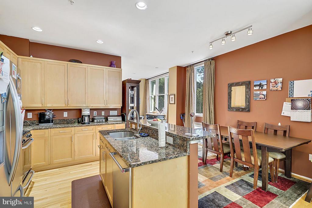 Kitchen - 2028 WESTMORELAND ST N, ARLINGTON