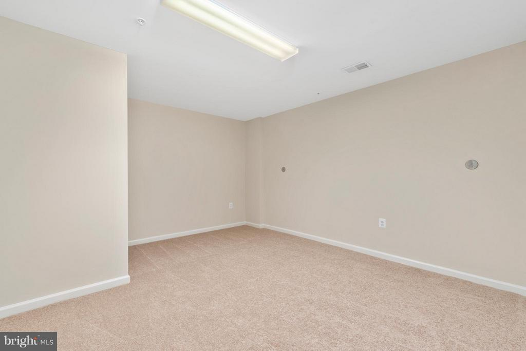 Craft Room/ Den or 3rd Bedroom NTC - 43 LEGEND DR, FREDERICKSBURG