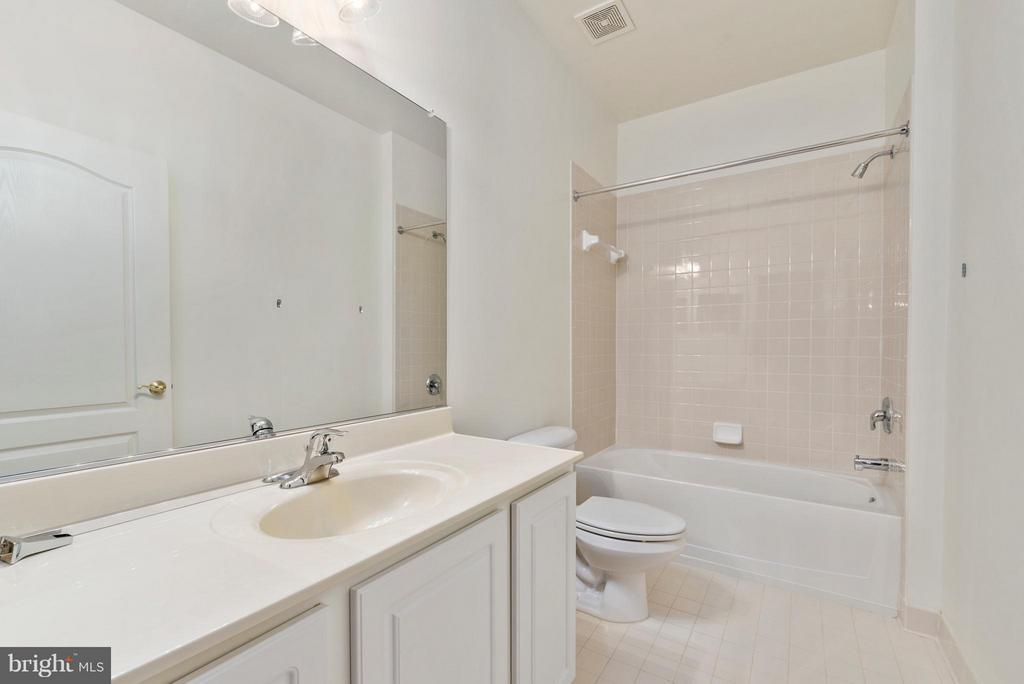 One of 2 Full Bathrooms on the Main Level - 43 LEGEND DR, FREDERICKSBURG