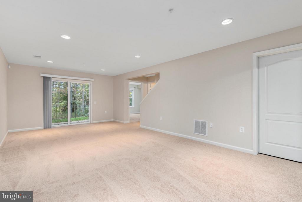 Beautiful Neutral Carpet - 43 LEGEND DR, FREDERICKSBURG
