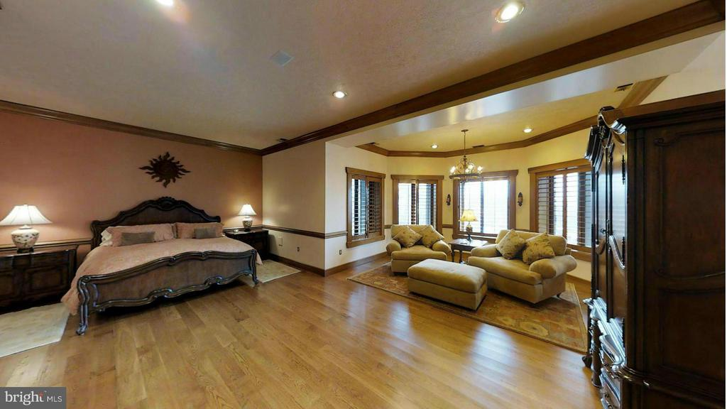 LOWER LEVEL BIG GUEST BEDROOM - 610 PIN OAK RD, PAW PAW
