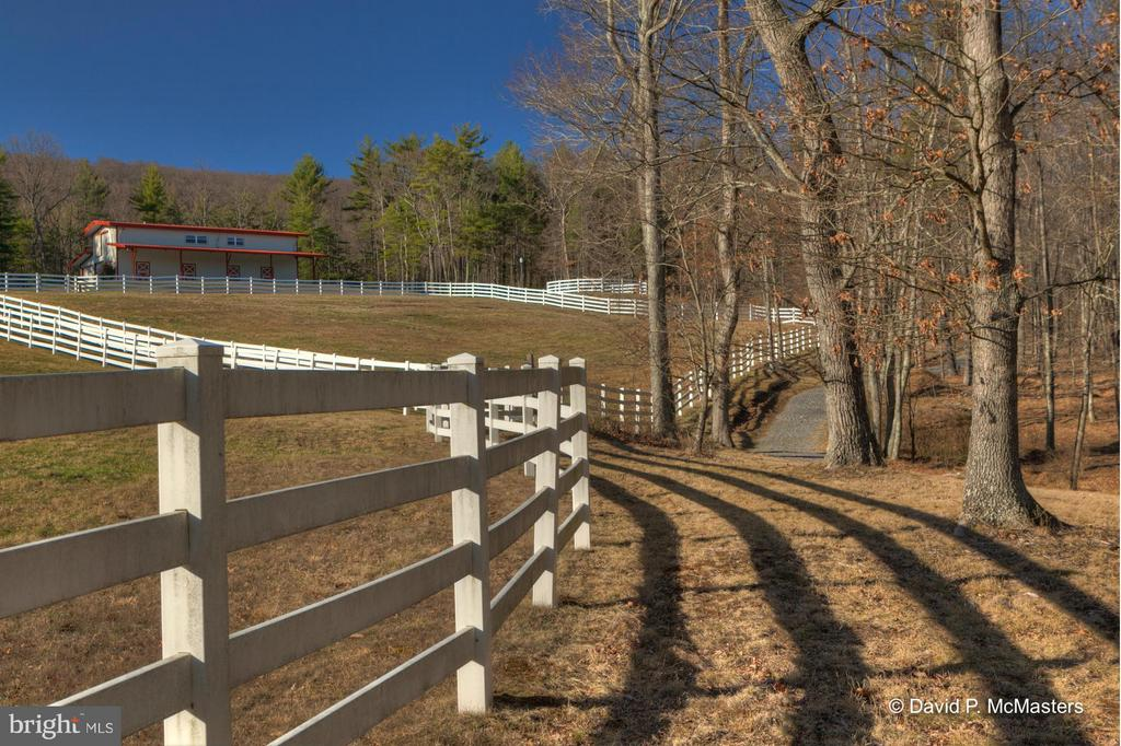 3 FENCED PADDOCKS, EXER + RIDING RING, NOTE TRAIL. - 610 PIN OAK RD, PAW PAW