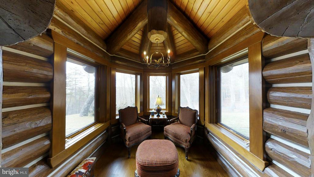 LIBRARY/OFFICE READING NOOK. MOUNTAIN VIEW - 610 PIN OAK RD, PAW PAW