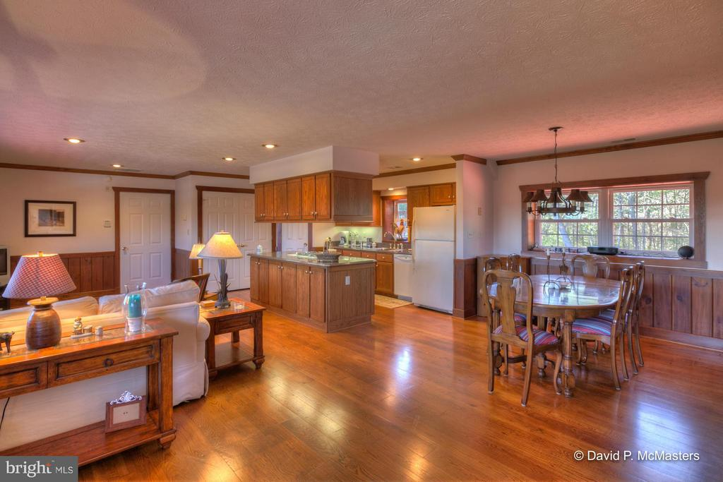 BARN APARTMENT LIVING AREA. REALLY NICE. - 610 PIN OAK RD, PAW PAW