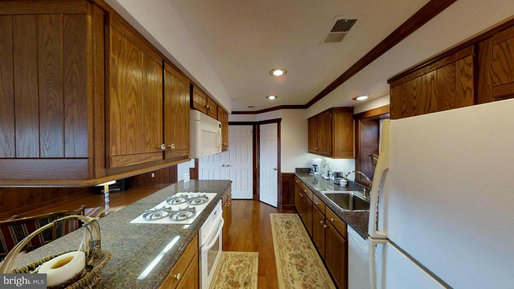 DELUXE BARN APARTMENT. - 610 PIN OAK RD, PAW PAW