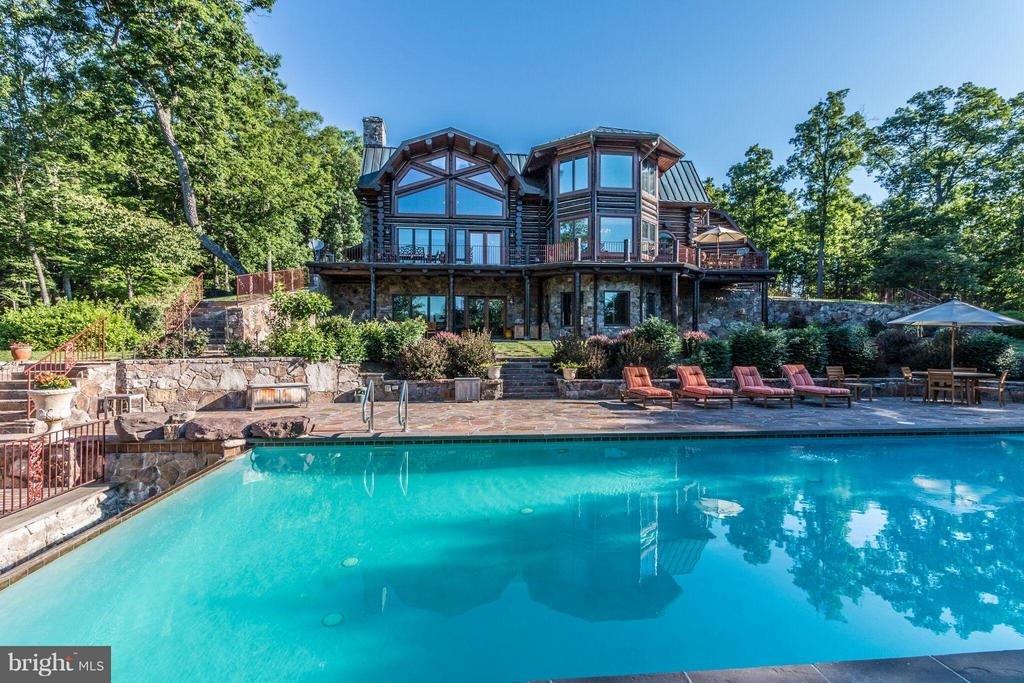 THIS + 186 ACRES + TENNIS + STABLES + SPA +++ - 610 PIN OAK RD, PAW PAW