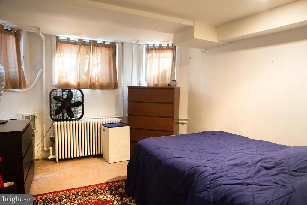 Unit B Bedroom - 710 MARYLAND AVE NE, WASHINGTON