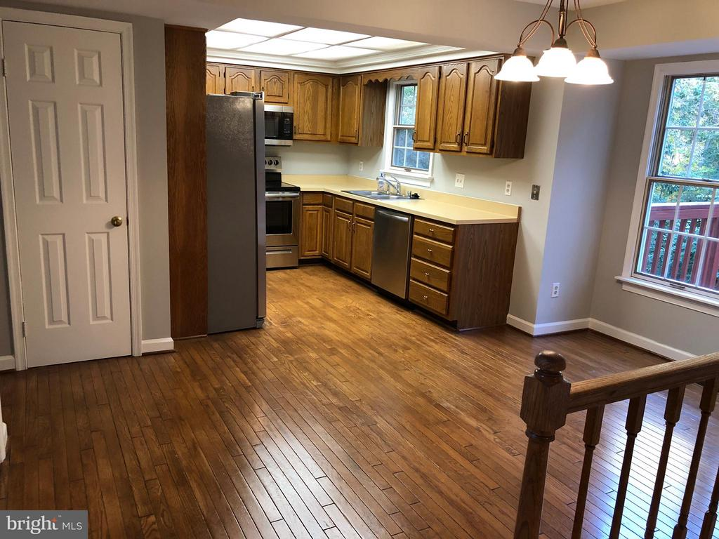 Kitchen with Large Dining Area - 9 BURNS RD, STAFFORD