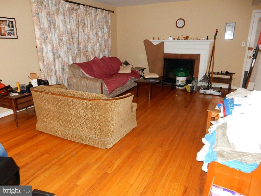 Living Room - 3821 MODE ST, FAIRFAX