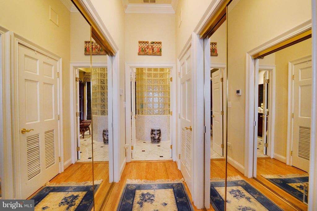 Master Bedroom Closet Area - 1412 N MEADE ST, ARLINGTON