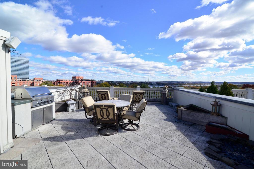 Roof Terrace Overlooking Iwo Jima Memorial & DC - 1412 N MEADE ST, ARLINGTON