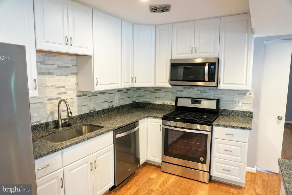 Kitchen - 8434 THAMES ST, SPRINGFIELD