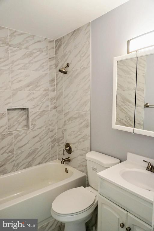 Hall Bath - 8434 THAMES ST, SPRINGFIELD