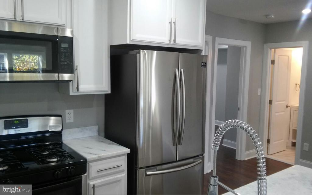 Kitchen - 716 NE JACKSON ST NE #2, WASHINGTON