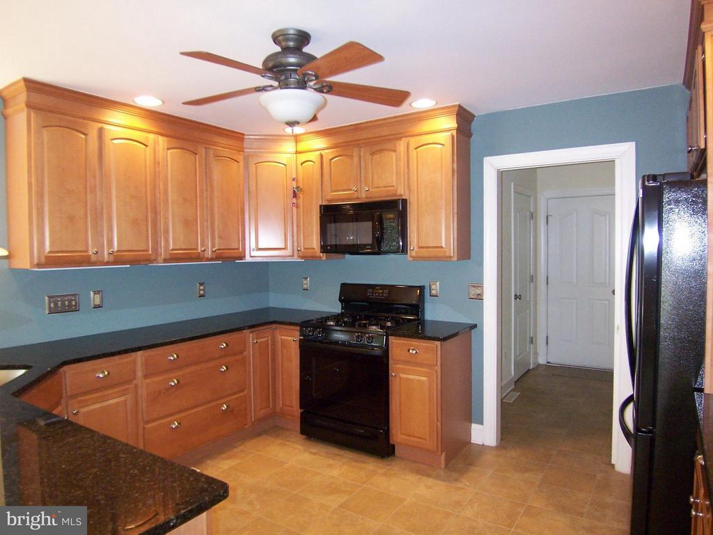 Kitchen has gas stove - 504 CORNWALLIS AVE, LOCUST GROVE