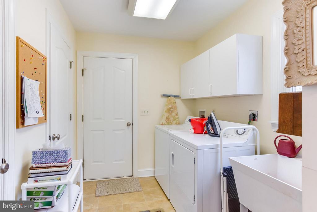 Large laundry room - 504 CORNWALLIS AVE, LOCUST GROVE