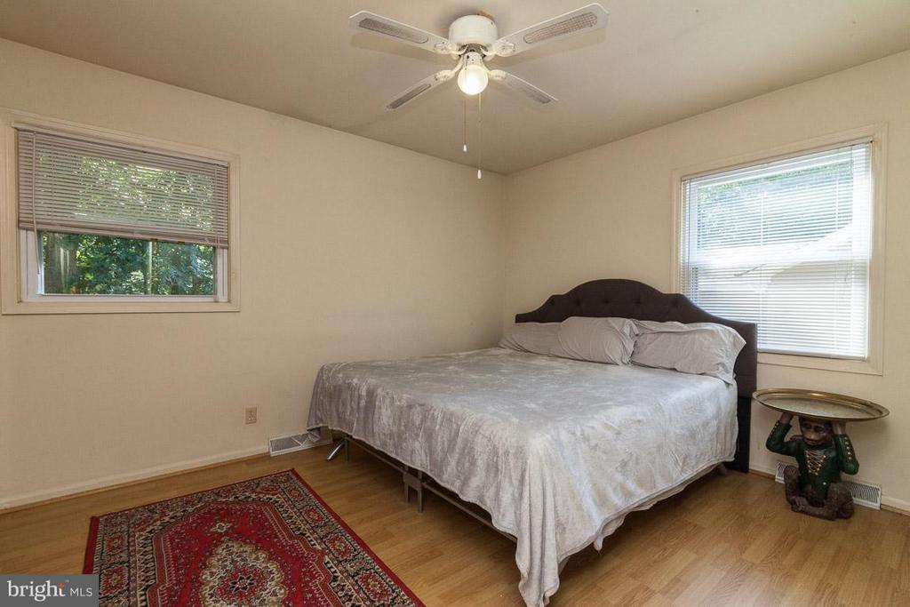 Bedroom (Master) - 208 CREEKSIDE DR, LOCUST GROVE