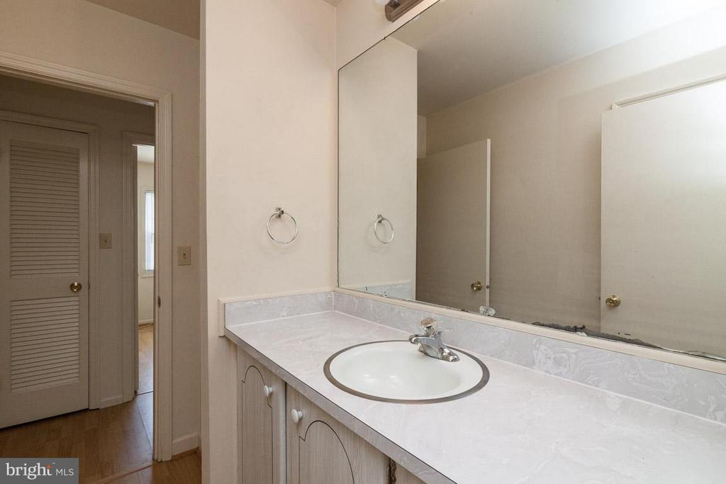 Hall Bath Vanity - 208 CREEKSIDE DR, LOCUST GROVE