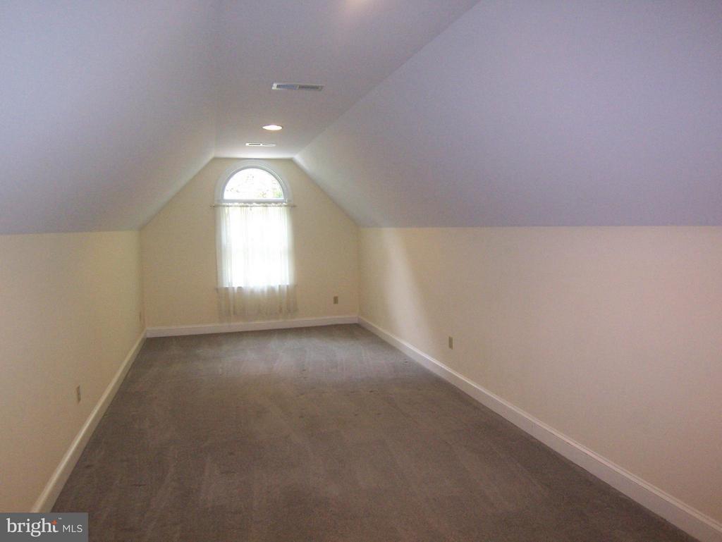 Bonus Room - 504 CORNWALLIS AVE, LOCUST GROVE