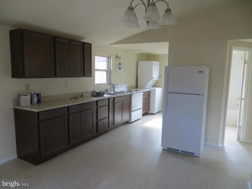 Kitchen  new appliances,cabs, counters - 413 WESTOVER PKWY, LOCUST GROVE