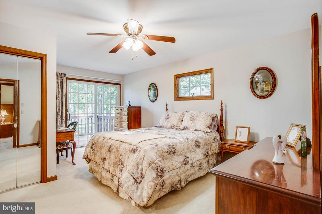 Bright master bedroom - 303 GOLD VALLEY RD, LOCUST GROVE