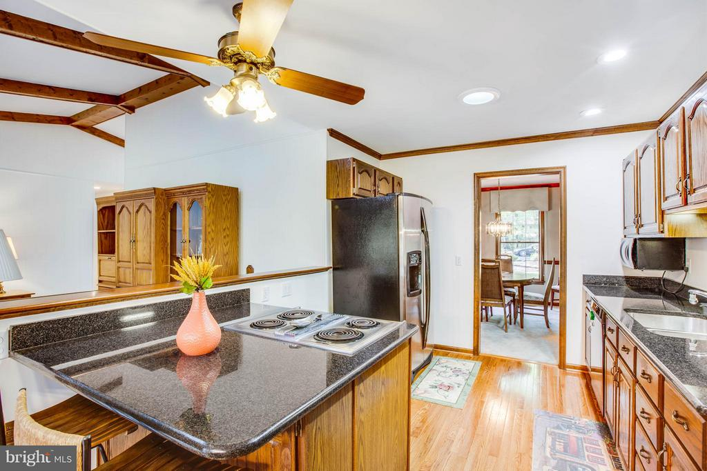 Beautiful updated Kitchen - 303 GOLD VALLEY RD, LOCUST GROVE
