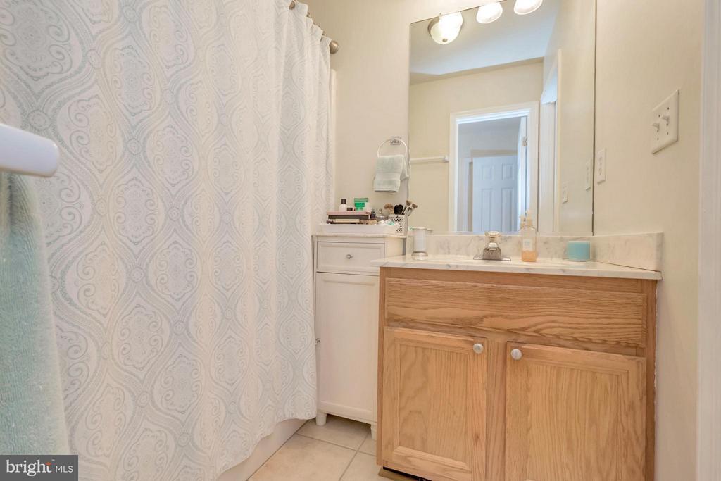 Bath - 123 YORKTOWN BLVD, LOCUST GROVE
