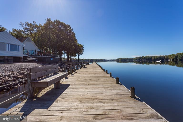 Relax at the Lake! - 117 EDGEHILL DR, LOCUST GROVE