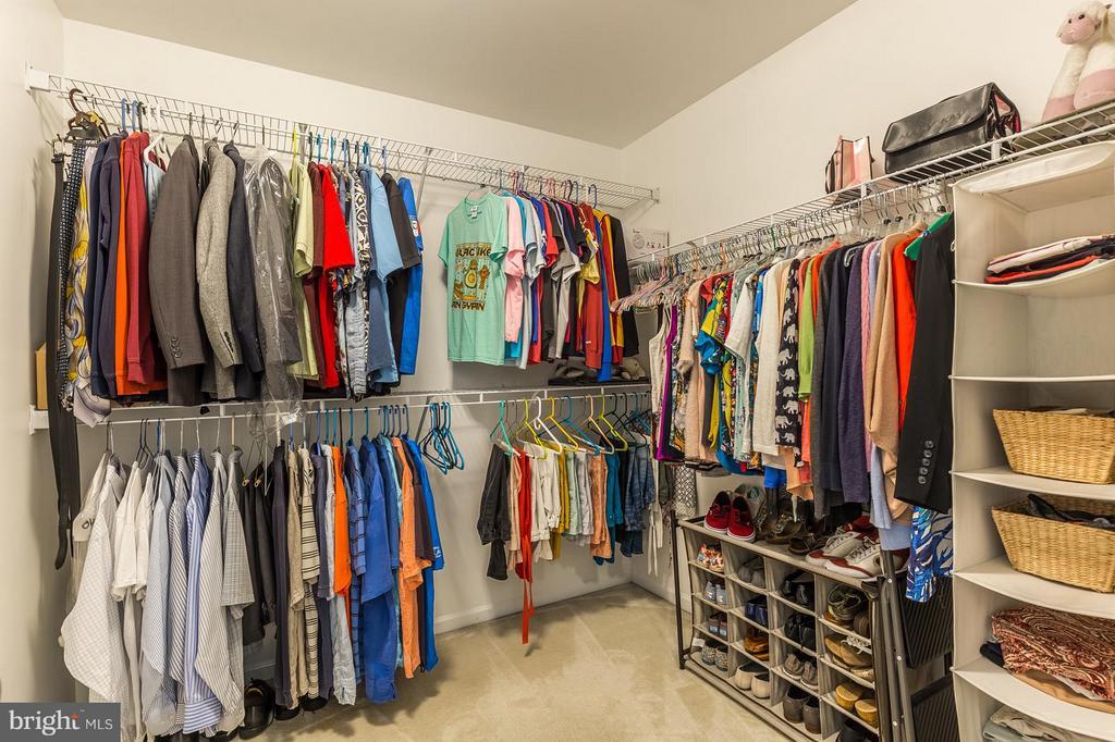 Large walk-in closet - 4081 CARDINAL CREST DR, WOODBRIDGE