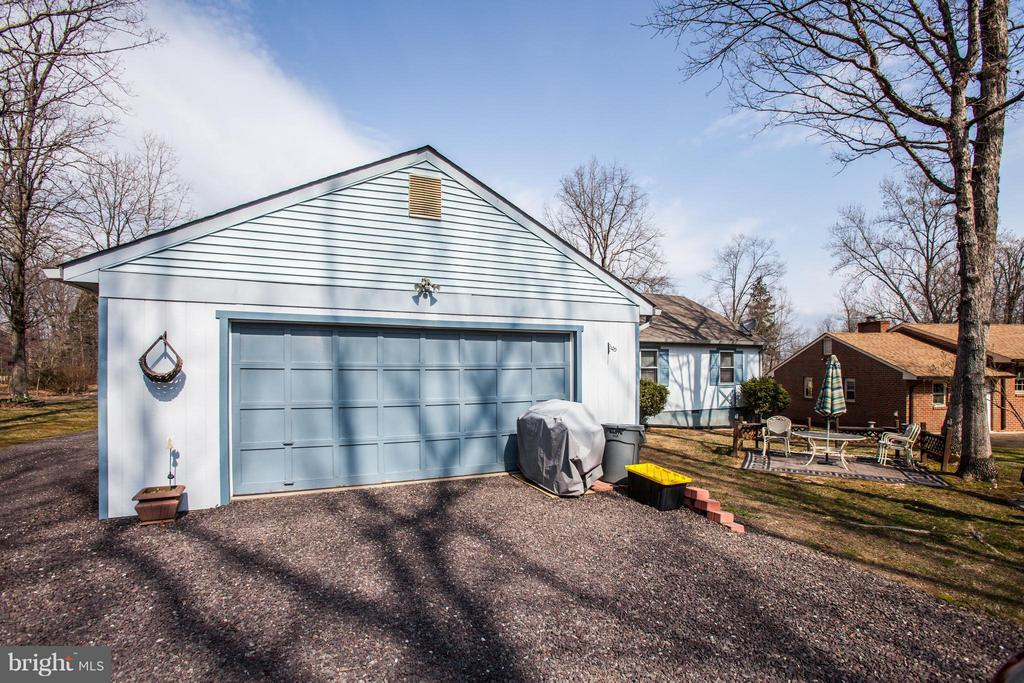 2 Car Garage - 103 BURGESS MILL CT, LOCUST GROVE
