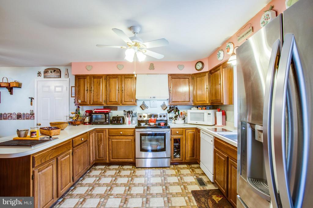 New Stove! - 103 BURGESS MILL CT, LOCUST GROVE
