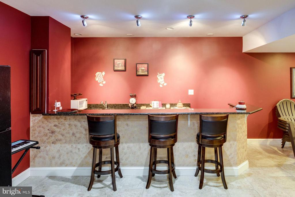 Wetbar in the Basment with room for stools - 12253 TIDESWELL MILL CT, WOODBRIDGE