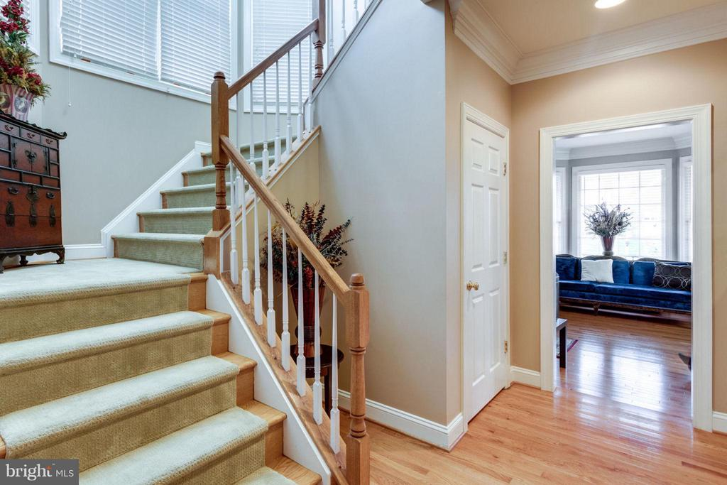 Back Stairs - 12253 TIDESWELL MILL CT, WOODBRIDGE