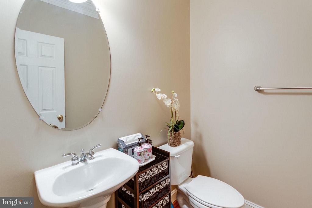main level half bath - 12253 TIDESWELL MILL CT, WOODBRIDGE