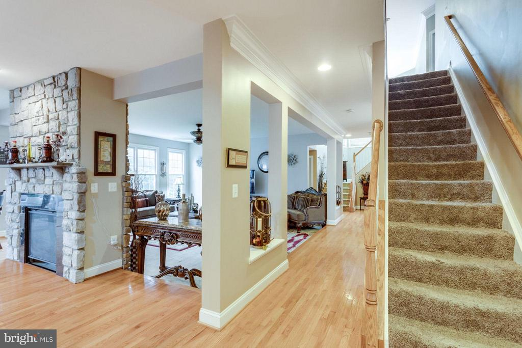 Front Stairs - 12253 TIDESWELL MILL CT, WOODBRIDGE