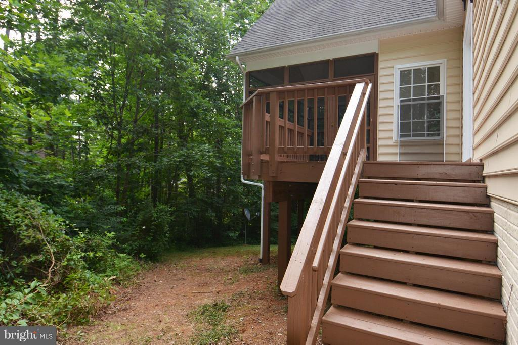 Deck with Setps - 307 STRATFORD CIR, LOCUST GROVE