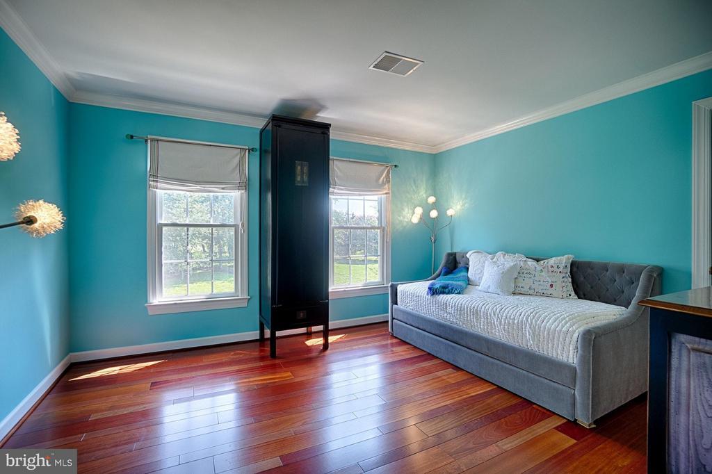 Bedroom with En Suite Bath - 40600 OPAL CT, LEESBURG