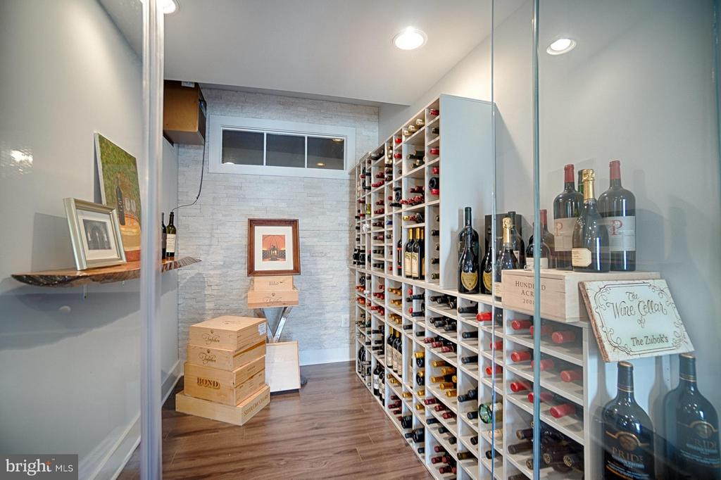 Temperature Controlled Glass Wine Room - 40600 OPAL CT, LEESBURG