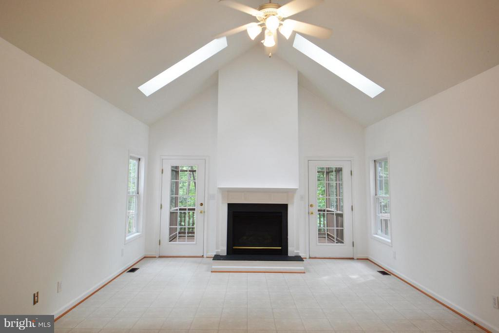 Great Room with Fireplace and Skylights - 307 STRATFORD CIR, LOCUST GROVE