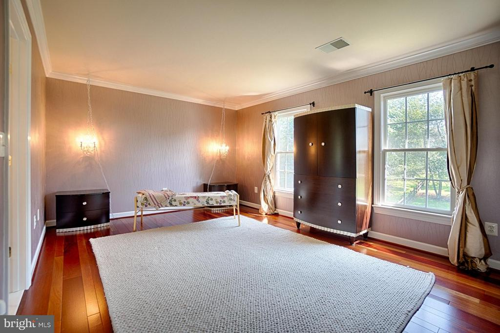 Bedroom with shared Bath - 40600 OPAL CT, LEESBURG