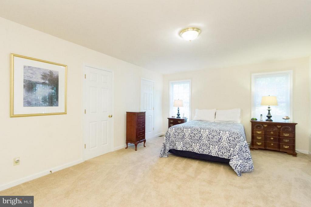 Master with His n Hers Walk In Closets - 309 BIRDIE RD, LOCUST GROVE