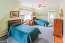 Oversized 2nd bedroom - 831 W HOLLY LN, PURCELLVILLE