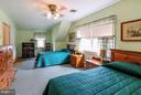 Look at all this space! - 831 W HOLLY LN, PURCELLVILLE