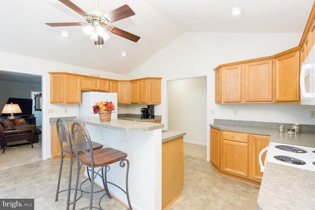 Kitchen view to Liv Rm - 309 BIRDIE RD, LOCUST GROVE