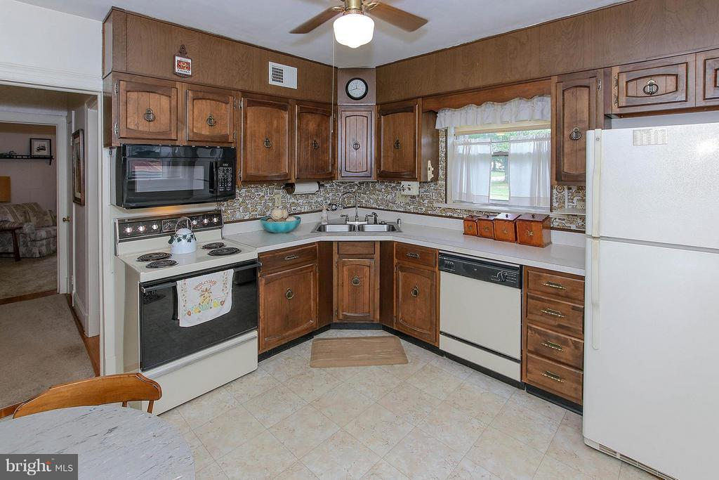Kitchen - 831 W HOLLY LN, PURCELLVILLE